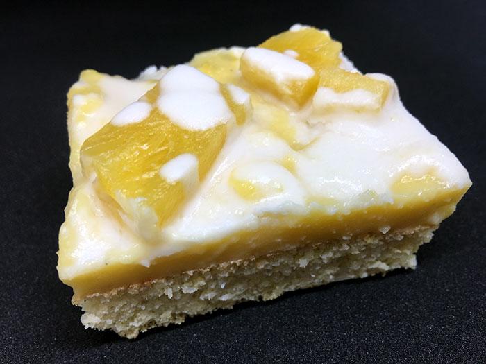 Limonina torta z ananasom (Brez moke)