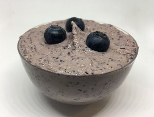 Borovničev mousse brez laktoze