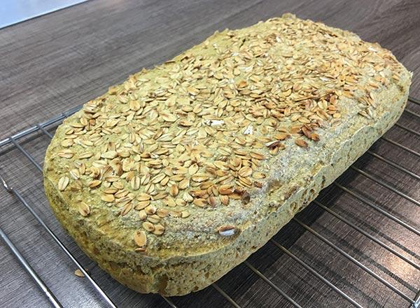 proseni, ovseni kruh z ovsenimi kosmiči. Brez glutena