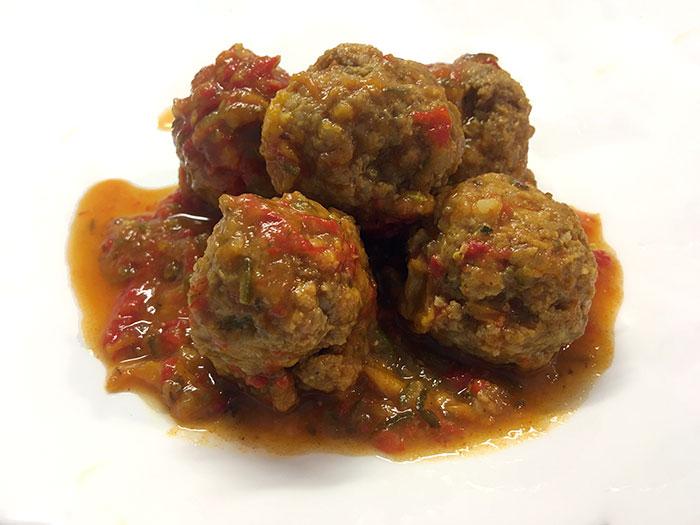 Čufti v omaki iz paprik – Jedilnik