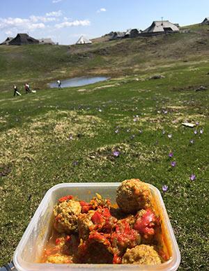 Čufti v omaki za na pot